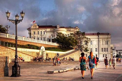Куда пойти в Севастополе холодным летом?